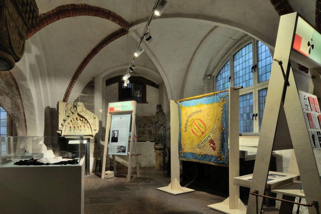 Ausstellung Glaubensgeschwister Bild 4 von Wolfgang Jordan 2016