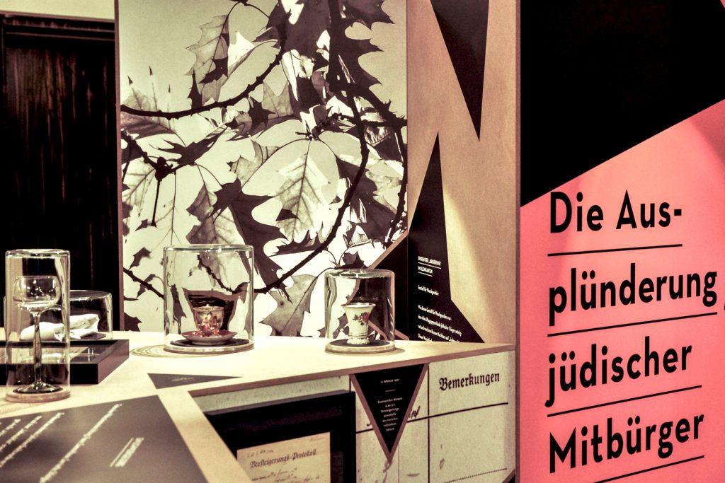 """Ausstellung """"Ausplündern und Verwalten"""" Foto 1 von ZwoAcht"""