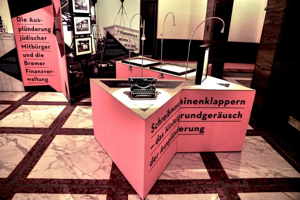 """Ausstellung """"Ausplündern und Verwalten"""" Foto 5 von ZwoAcht"""
